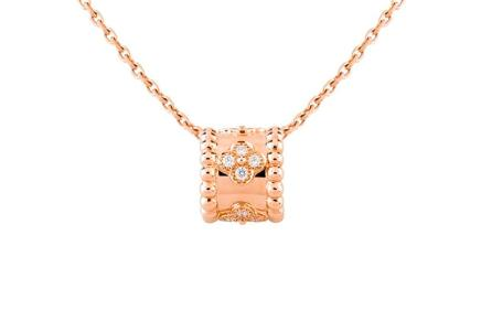 Van Cleef & Arpels Presents Charms Pink GoldCarnelian