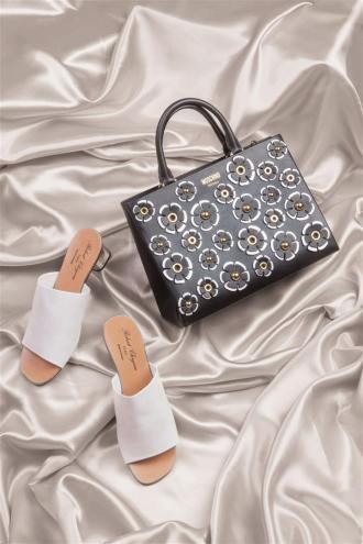 Bag:Moschino / Thuraya Mall Shoes:Robert Clergerie / Al Ostoura The Avenues, Al Ostoura Thuraya Mall