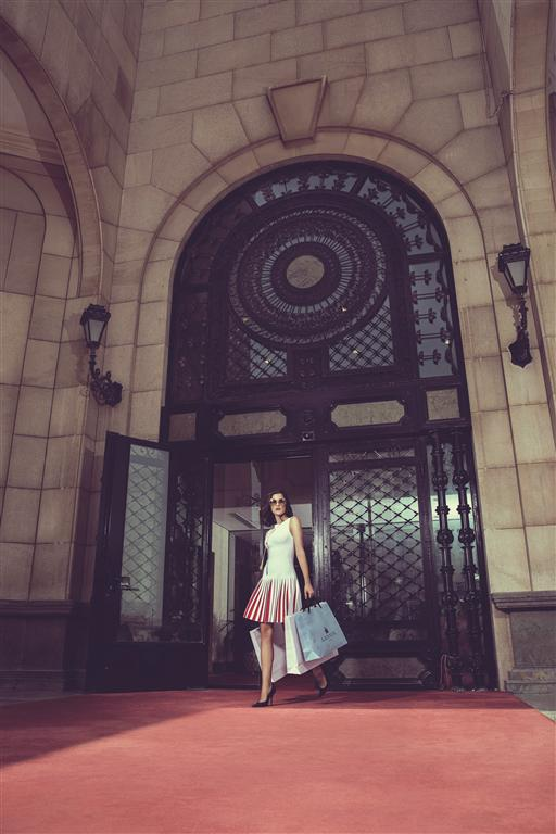 DRESS: Alaïa - Thuraya Mall SHOES: Balenciaga - Thuraya Mall NECKLACE & SUNGLASSES: Chloé - Thuraya Mall