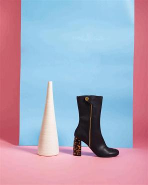 Boot:Stella McCartney - Thuraya Mall, Al Ostoura The Avenues