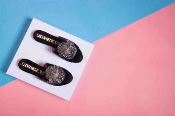 Slippers:Rochas - Al Ostoura Roof Thuraya Mall, Al Ostoura The Avenues